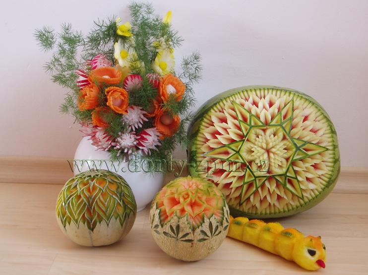 meloun,carving,vyřezávání,ředkvičky,kytičky