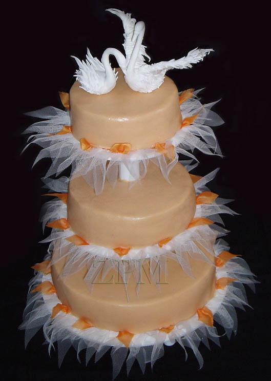 svatební dort, labutě a tyl