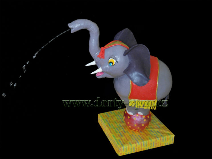 dort dětský, slon stříkajicí voda, cirkus