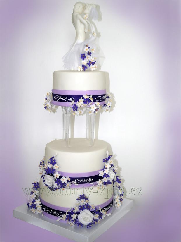 svatební dort, figurky ženich a nevěsta, bílo-fialový