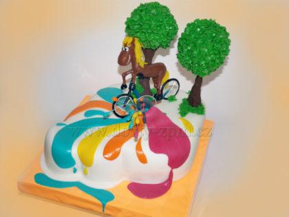 dort kůň a koloběžka, kbelík s barvou, dětský