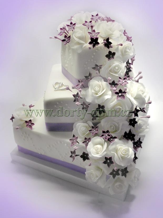 svatební dort, růže a drobné kytičky, stuhy
