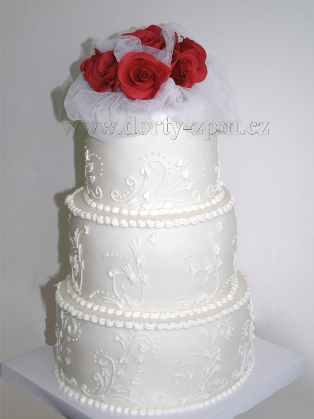 svatební dort, růže a tyl