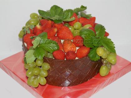 dort ovocný s jahodami