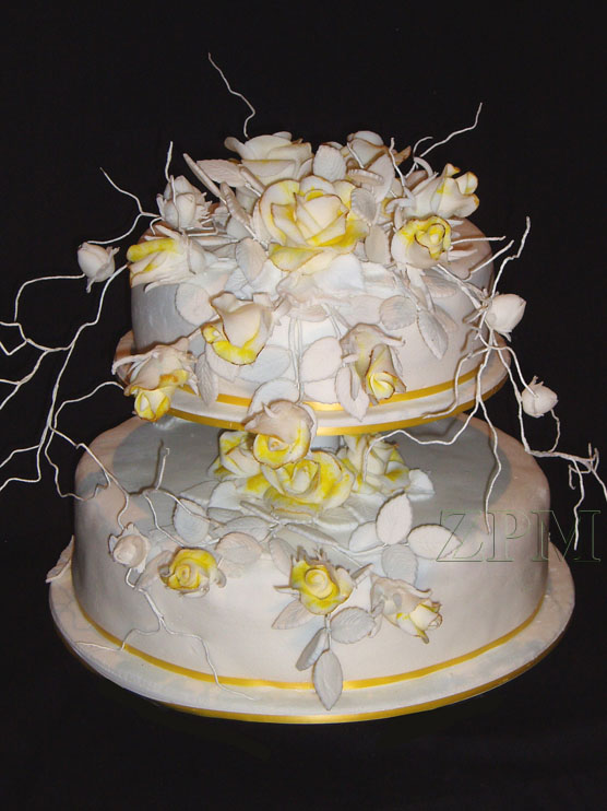 svatební dort, růže a trní