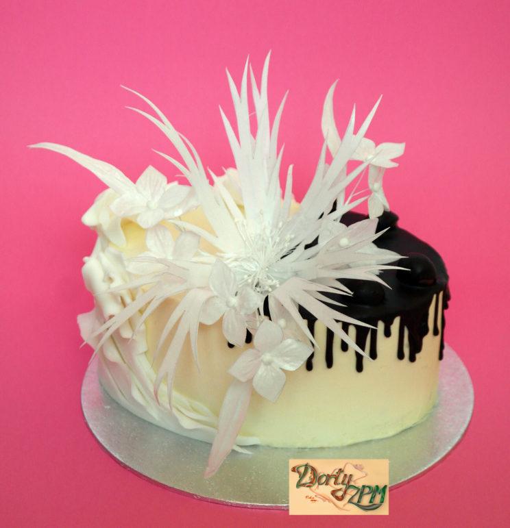 dorty Plzeň, krémový stékaný, květina, čokoláda, rýžový papír